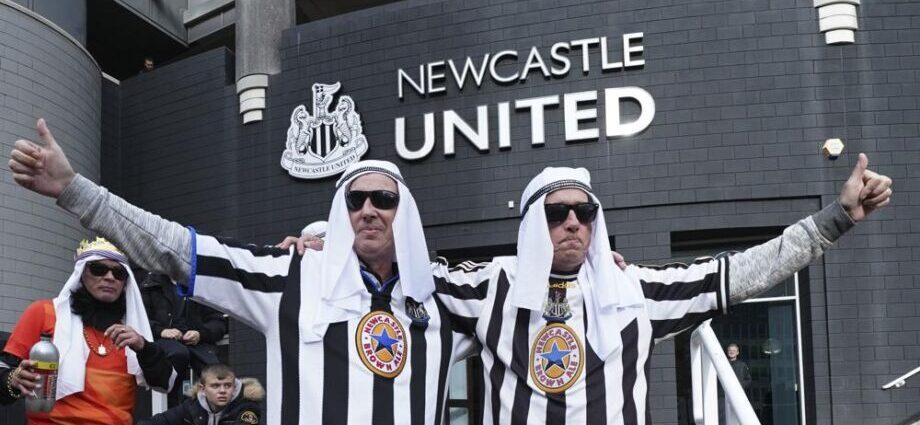 Piden a hinchas de Newcastle que no se disfracen de árabes / Foto: AP Photo/Jon Super